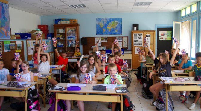 Remise de dictionnaire d'anglais aux élèves de CM2